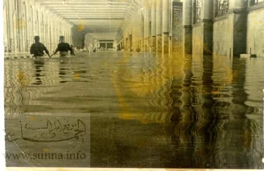 صور أثريه للسيل فى الكعبه www_sunna_info_tawafan_7.jpg